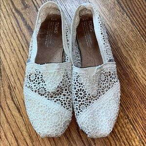 TOMS Lace Slip-ons